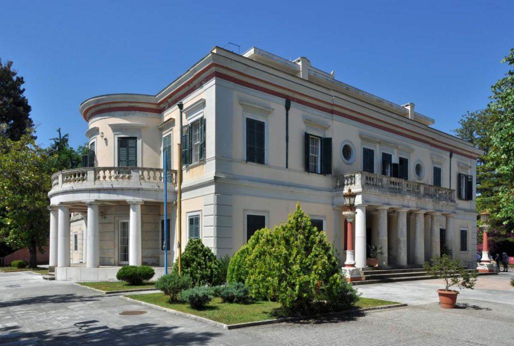 Palác Mon Repos na Korfu (Kerkyra) © Marc Ryckaert,  Marc Ryckaert (MJJR) - Own work Permission details Please attribute the author/ Naamsvermelding vereistView more CC BY 3.0